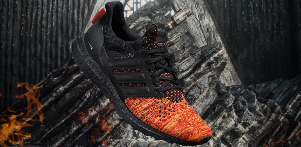 På billedet ses en af adidas running x Game of Thrones modellerne i en flot sort, orange og gul farve.
