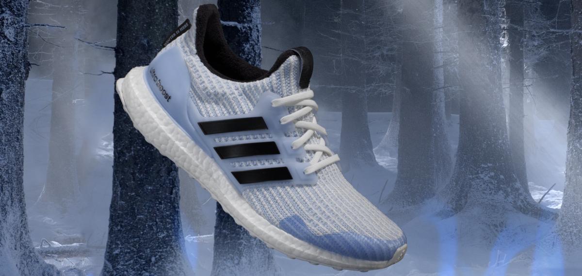 På billedet ses en af adidas running x Game of Thrones modellerne i en flot isblå farve